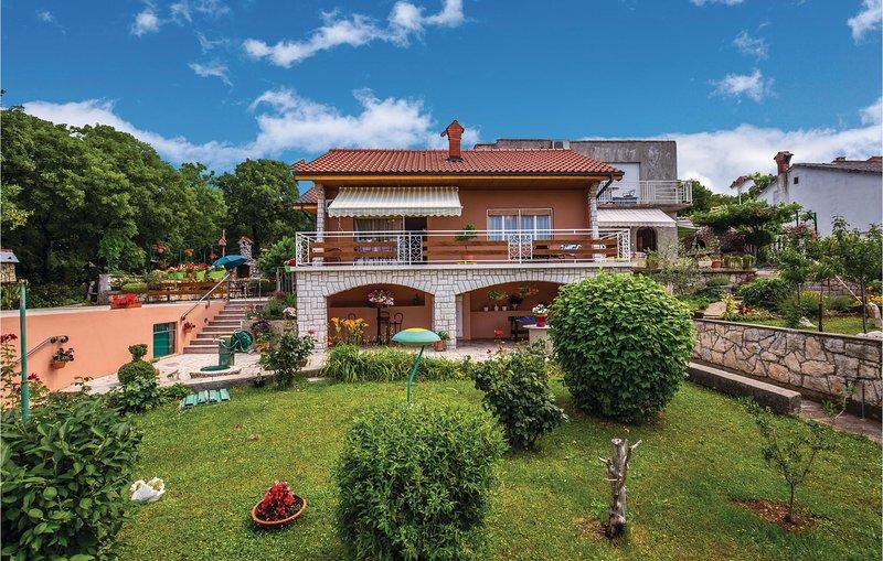 Beautiful home in Smrika with WiFi and 1 Bedrooms (CKA158), aluguéis de temporada em Smrika