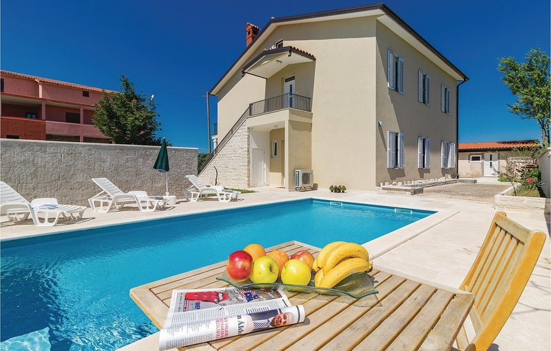 Amazing home in Cabrunici with WiFi and 6 Bedrooms (CIC547), holiday rental in Cabrunici
