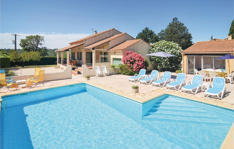 Nice home in St-Laurent-la-Vernède with WiFi and 4 Bedrooms (FLG329), holiday rental in Saint-Laurent-La-Vernede