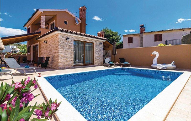 Amazing home in Pula w/ WiFi and 2 Bedrooms (CIR246), location de vacances à Valtura