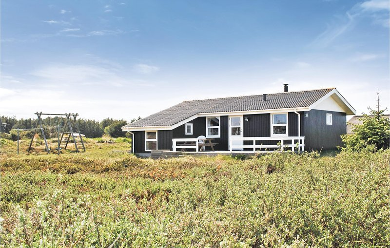 Beautiful home in Ringkøbing w/ 3 Bedrooms, holiday rental in Houvig