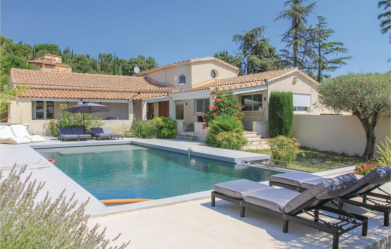 Amazing home in Rochefort with WiFi and 3 Bedrooms (FLG341), holiday rental in Saze