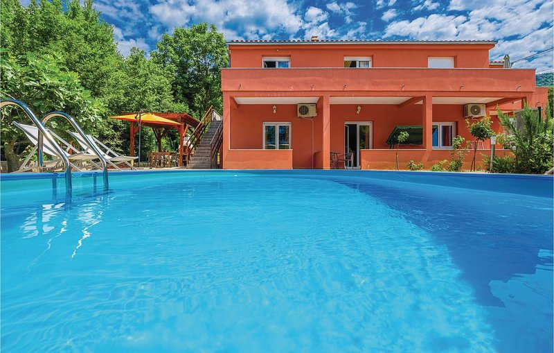 Beautiful home in Grizane with WiFi and 3 Bedrooms (CKC717), casa vacanza a Kamenjak