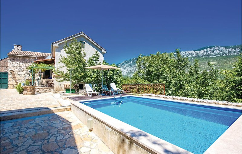 Beautiful home in Tribalj with WiFi and 2 Bedrooms (CKC830), location de vacances à Tribalj