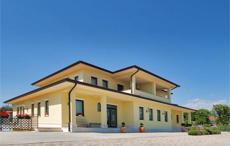 Nice home in Skrljevo with WiFi and 2 Bedrooms (CKC724), vacation rental in Bakar