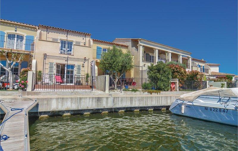 Beautiful home in Aigues Mortes with WiFi and 2 Bedrooms (FLG351), aluguéis de temporada em Saint-Laurent-d'Aigouze