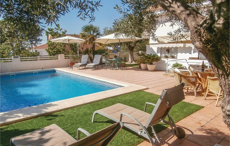 Awesome home in Cartagena with WiFi, 2 Bedrooms and Outdoor swimming pool (ECC74, holiday rental in Galifa