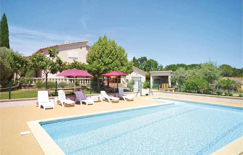 Awesome home in Montignargues with WiFi and 4 Bedrooms (FLG360), holiday rental in Dions