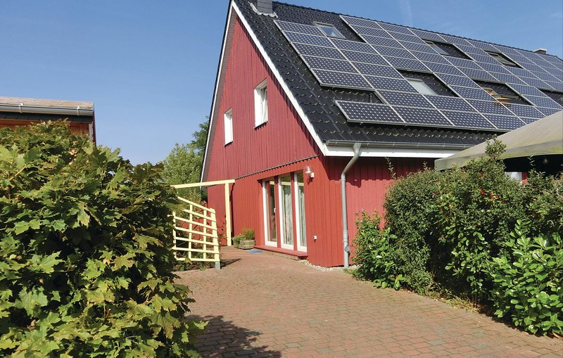Stunning home in Wahrstorf with Sauna, WiFi and 3 Bedrooms (DMV260), holiday rental in Schwaan
