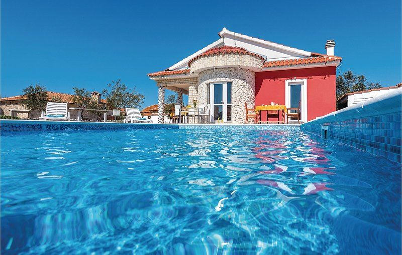 Beautiful home in Cista Velika with WiFi and 4 Bedrooms (CDJ340), casa vacanza a Velika Cista