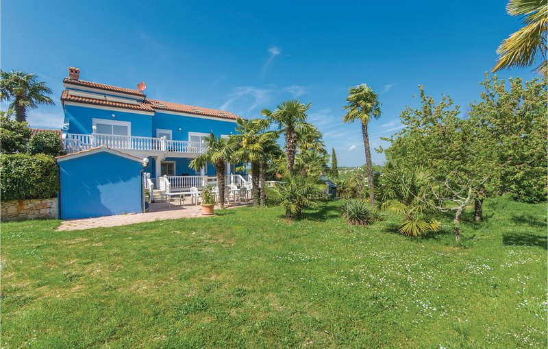 Amazing home in Novigrad with WiFi and 2 Bedrooms (CIU666), holiday rental in Fiorini