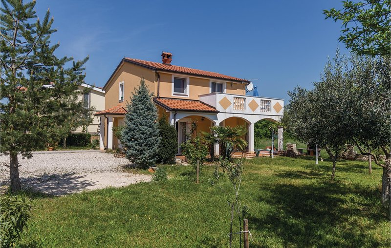 Amazing home in Kastel with 2 Bedrooms (CIU659), location de vacances à Momjan