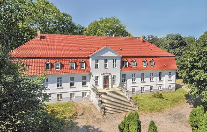 'Gross Markow' - herengoed in classicistische stijl (DMV280), holiday rental in Schorssow