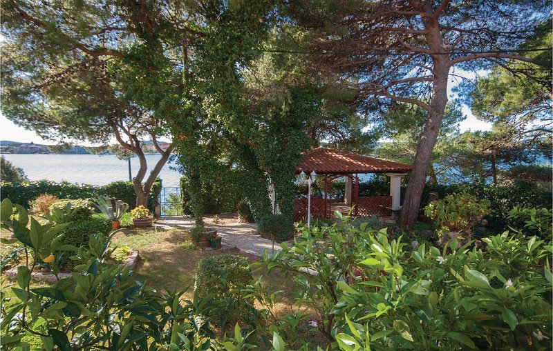 Amazing home in Brodarica with WiFi and 3 Bedrooms (CDJ338), alquiler de vacaciones en Krapanj
