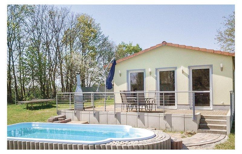 Stunning home in Behrenhoff/Neu Dargel. with 2 Bedrooms (DMV286), holiday rental in Loitz
