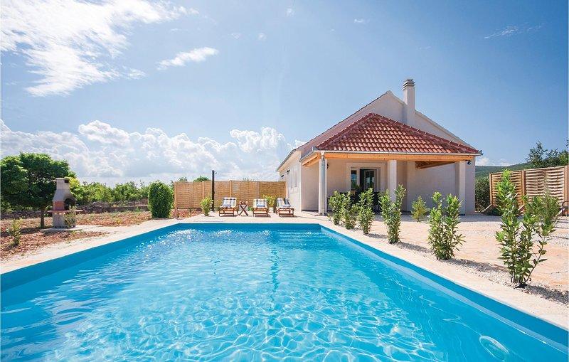 Stunning home in Radonic w/ WiFi and 2 Bedrooms (CDJ346), holiday rental in Pakovo Selo