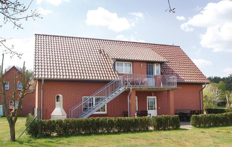 Nice home in Mirow OT Qualzow with 2 Bedrooms (DMV300), casa vacanza a Klein Nemerow
