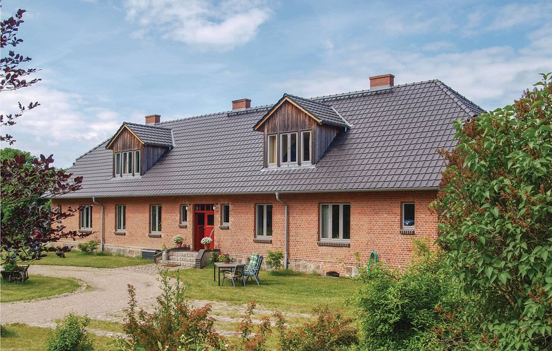Beautiful home in Niendorf with WiFi and 1 Bedrooms (DMV322), holiday rental in Schorssow