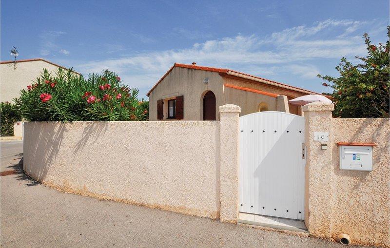 Nice home in Sainte Marie Plage with 2 Bedrooms (FLP138), location de vacances à Torreilles