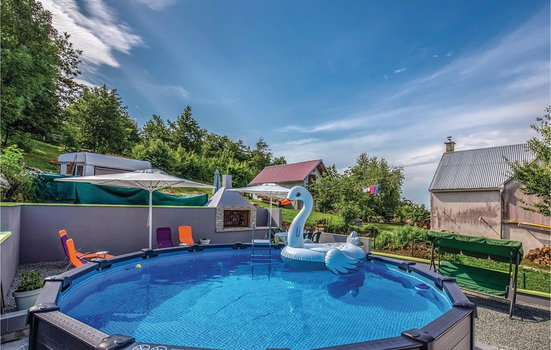 Beautiful home in Zlobin with WiFi and 3 Bedrooms (CKA070), vacation rental in Zlobin