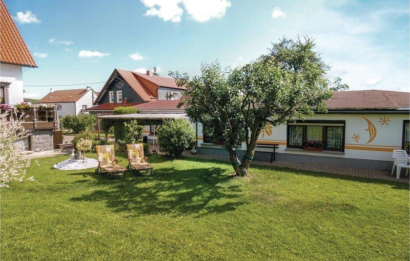 Beautiful home in Geschwenda with WiFi and 1 Bedrooms (DTH908), casa vacanza a Plaue