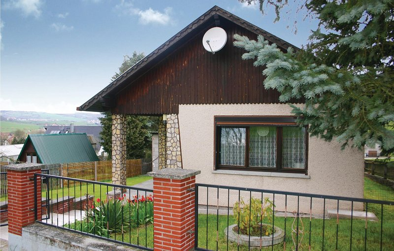Awesome home in Fischbach with 2 Bedrooms (DTH541), location de vacances à Kaltennordheim
