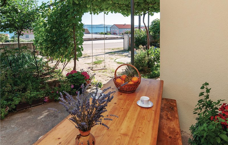 Amazing home in Maslenica with WiFi and 1 Bedrooms (CDZ984), holiday rental in Maslenica