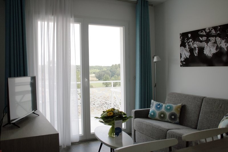 Você vai adorar o espaço luminoso e de conceito aberto, perfeito para relaxar após um ótimo dia.