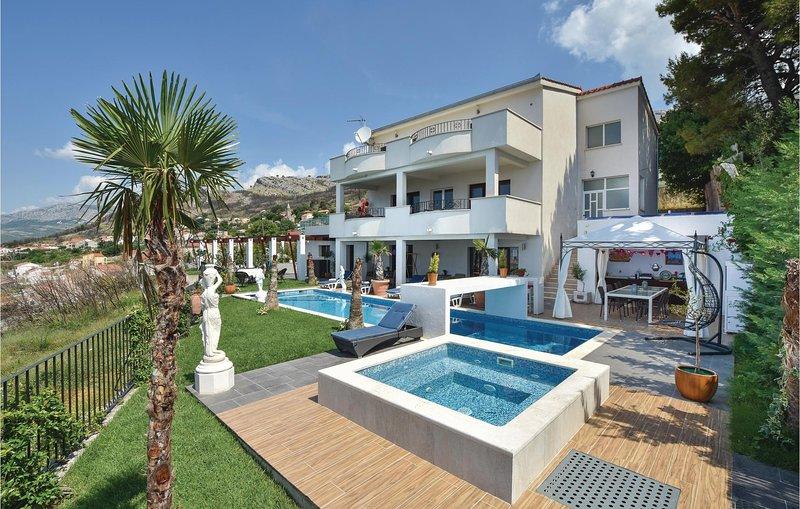 Prachtig vakantiehuis met zeezicht (CDT856), vacation rental in Kucine