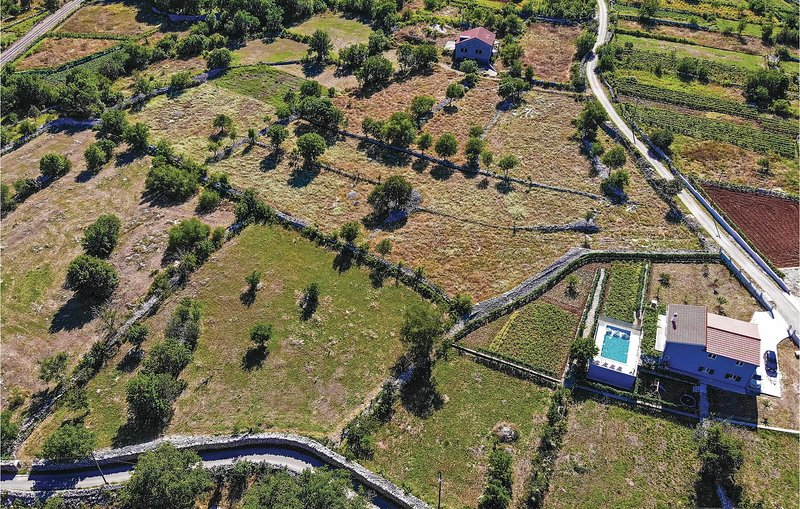 Awesome home in Primorki Dolac with WiFi and 3 Bedrooms (CDT968), location de vacances à Prapatnica