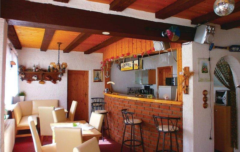 Nice home in Hanstorf with 5 Bedrooms (DMV419), holiday rental in Schwaan