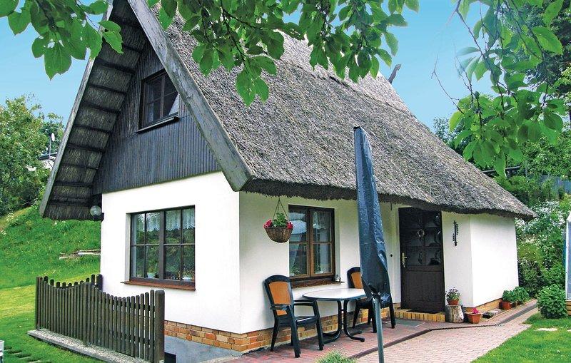 Nice home in Ankershagen OT Bocksee with 2 Bedrooms (DMV457), aluguéis de temporada em Neubrandenburg