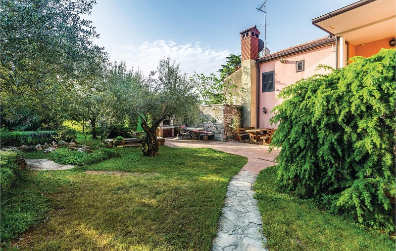 Nice home in Buje with WiFi and 1 Bedrooms (CIU765), location de vacances à Momjan