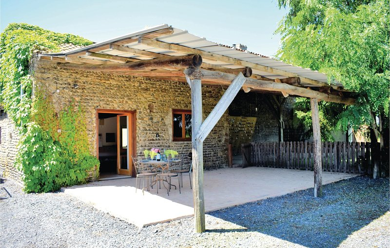 Nice home in Tasque with WiFi and 1 Bedrooms (FMG011), aluguéis de temporada em Beaumarches