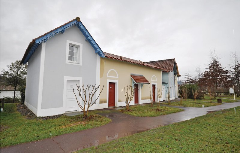 Awesome home in Marciac with Outdoor swimming pool and 2 Bedrooms (FMG024), aluguéis de temporada em Beaumarches