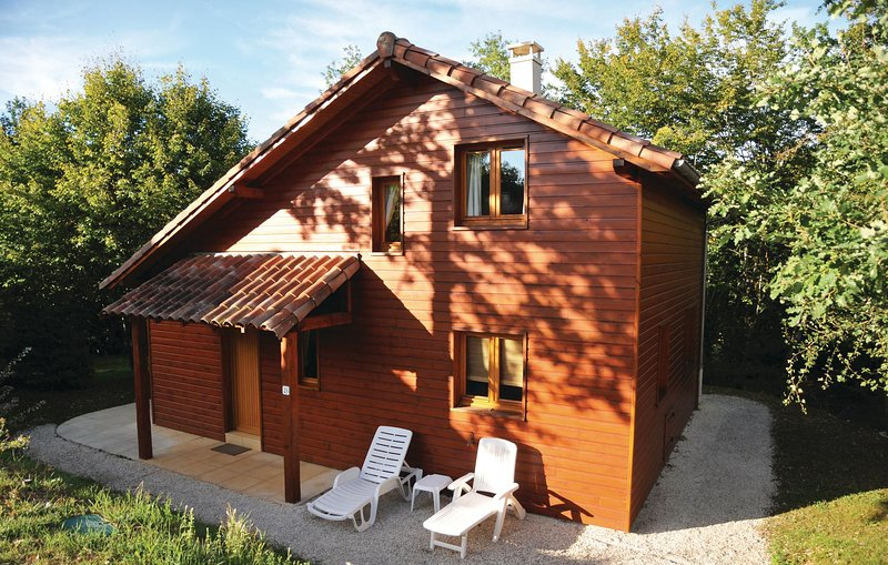 Amazing home in Souillac with 2 Bedrooms (FML002), alquiler vacacional en Lachapelle-Auzac