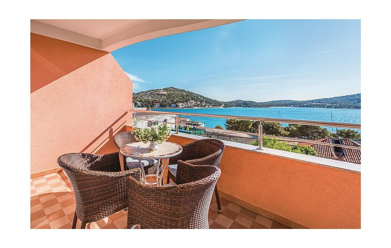 Beautiful home in Tisno with WiFi and 1 Bedrooms (CDJ428), holiday rental in Tijesno