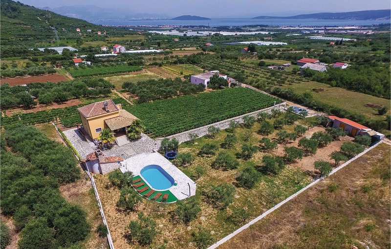 Nice home in Plano with WiFi and 3 Bedrooms (CDE781), casa vacanza a Plano
