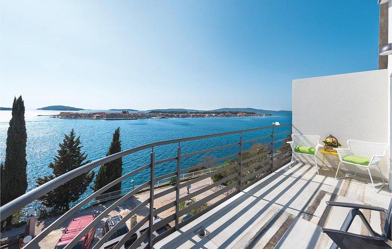 Awesome home in Brodarica with WiFi and 2 Bedrooms (CDJ448), alquiler de vacaciones en Krapanj