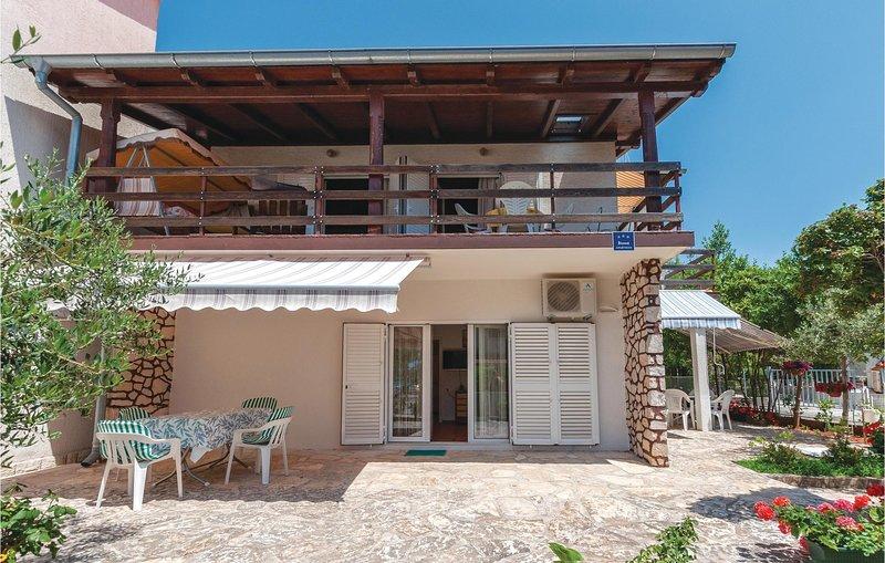 Amazing home in Jadrija with WiFi and 2 Bedrooms (CDJ442), aluguéis de temporada em Jadrija