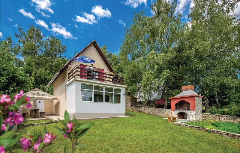 Nice home in Breze with WiFi and 2 Bedrooms (CKN555), alquiler vacacional en Breze