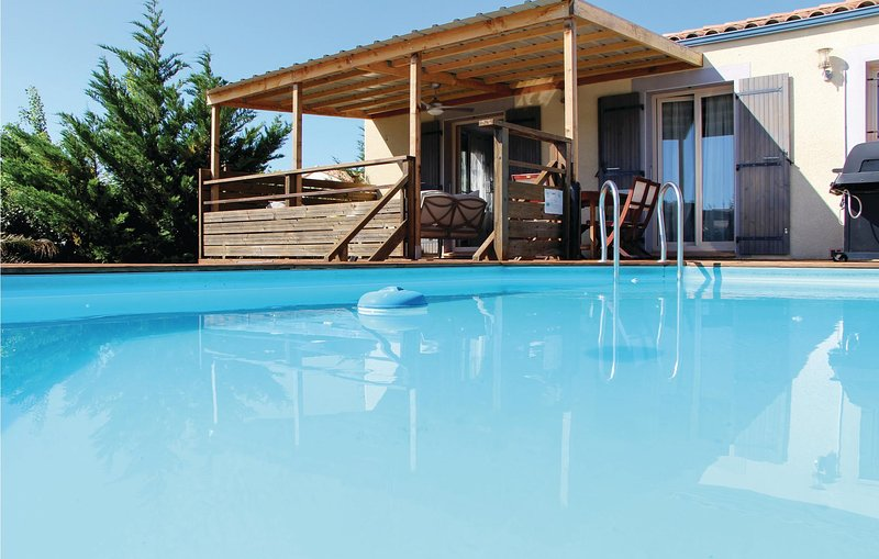 Beautiful home in Tuchan with WiFi and 3 Bedrooms (FLA021), casa vacanza a Duilhac-sous-Peyrepertuse