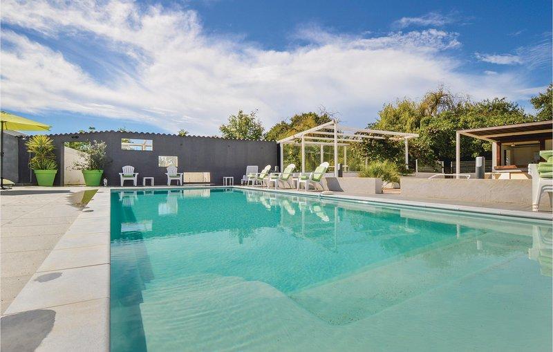 Nice home in Ghisonaccia with WiFi, 2 Bedrooms and Outdoor swimming pool (FKO373, aluguéis de temporada em Ghisonaccia