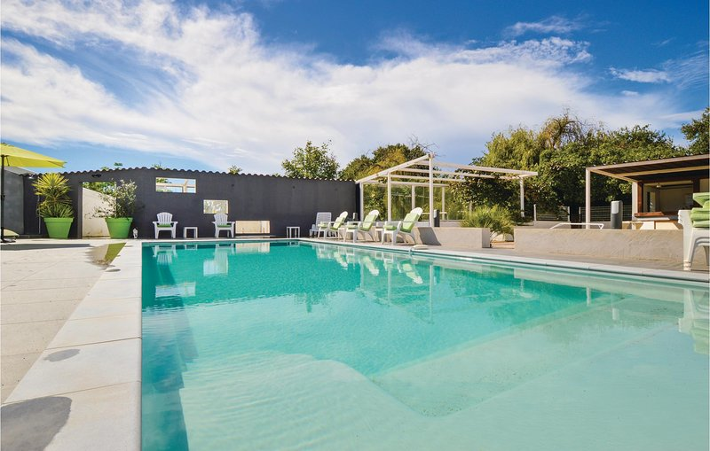 Nice home in Ghisonaccia with WiFi, 2 Bedrooms and Outdoor swimming pool (FKO372, aluguéis de temporada em Ghisonaccia
