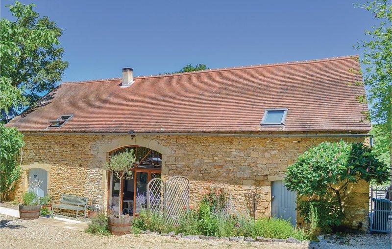 Amazing home in Degagnac with WiFi and 5 Bedrooms (FML042), alquiler vacacional en Degagnac