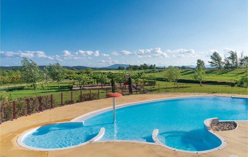 Amazing home in Homps with 2 Bedrooms (FLA103), holiday rental in Tourouzelle