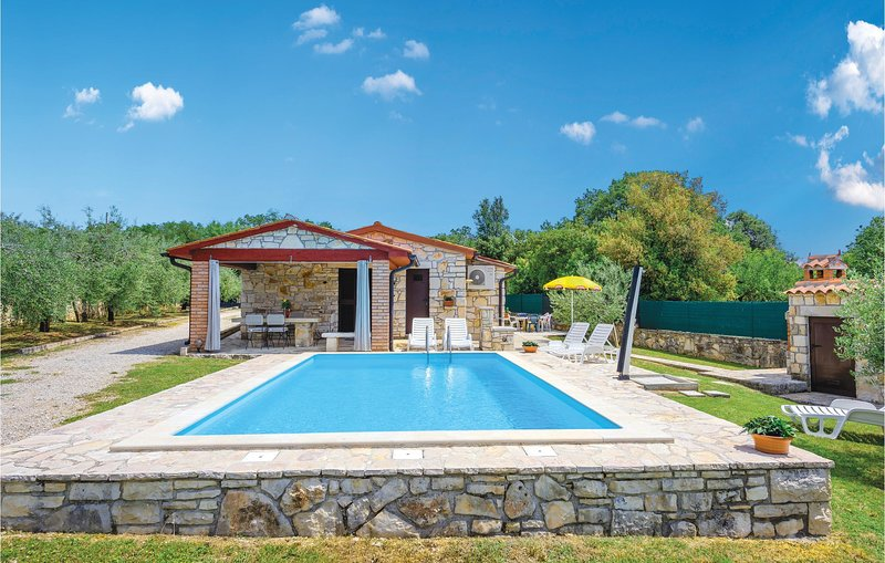 Awesome home in Rovinj with 2 Bedrooms (CIV213), vacation rental in Bale