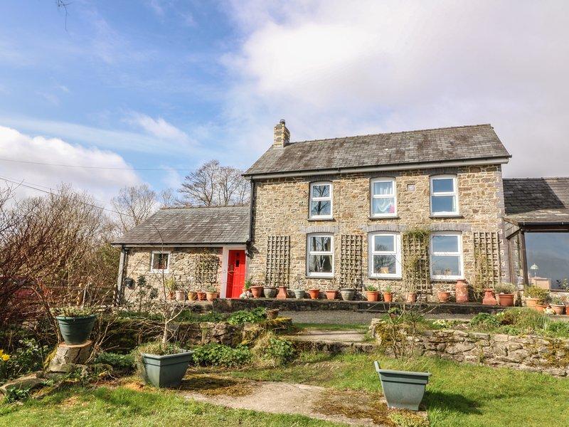 Y CWTCH, single-storey cottage with garden, country setting, walks, coast, holiday rental in Cribyn