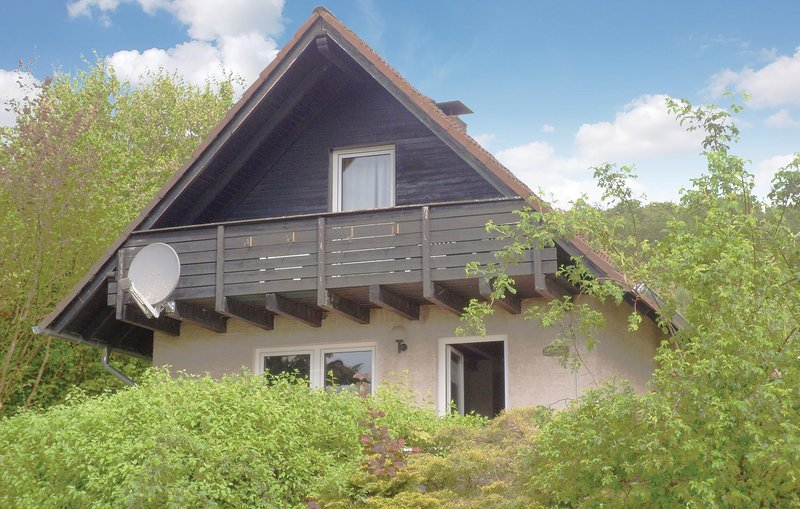 Stunning home in Marienmünster with 3 Bedrooms and WiFi (DWE920), casa vacanza a Hoxter