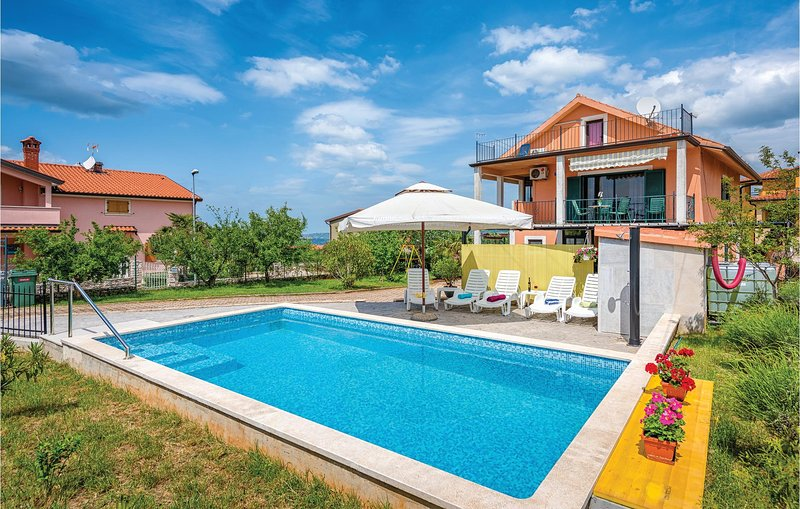 Stunning home in Kastel with WiFi and 1 Bedrooms (CIU473), location de vacances à Gamboci